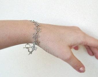 Chain Bracelet, Silvery Wire Wrap Flowers Bracelet, Openwork bracelet, Small gift for her,  Handmade  lightweight Chain link Bracelet