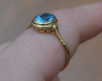 Gorgeous vintage victorian style 18k 18 karat gold ring with blue gemstone / blue aquamarine ring / topaz blue ring / NLHWOS