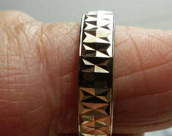 Etched 10 Kt Gold Band Ring Sz 7-3/4-2.6 grms- 5mm wide. SM 1895