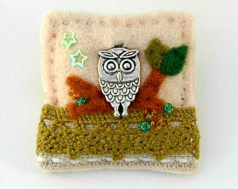 owl brooch, felt and charm, handmade brooch pin, wise owl graduation, British garden bird, owls, rural gifts, countryside, ornithology gift