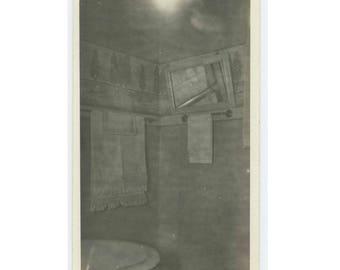 Arts & Crafts Bathroom Interior, c1910s: Vintage Snapshot Photo (75578)