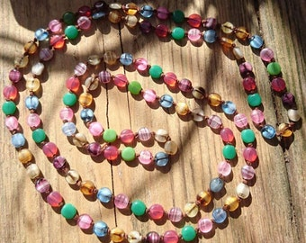 Long vintage flapper style glass bead necklace