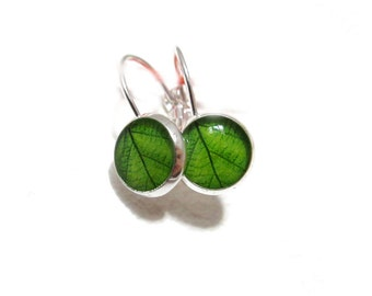 GREEN LEAF EARRINGS - Leaf studs -Tiny Dangle Earrings - spring jewelry - Nature Earrings - Green Earrings - Green Leaves