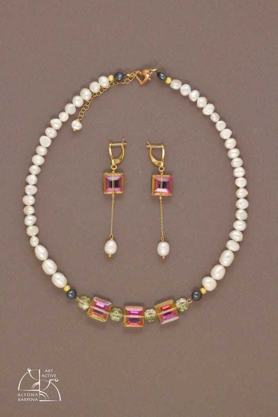 Pearl's dream. Luxury jewelry set, pearl necklace, long earrings, must have bracelet. Swarovski crystals. Gift for her