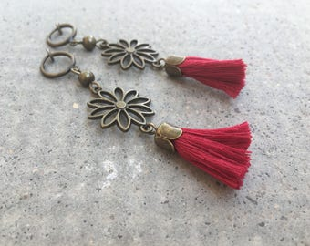 Long earrings CLIPS, bordeaux red Pompom, flower metal bronze