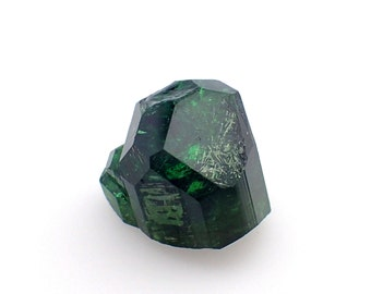 Chrome Tourmaline crystal from Tanzania - 2.8gm / 13mm x 13mm x 10mm (B83)