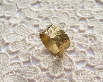 Open wide hammered ring gold plated, Gr. 58, open wide band hammered, gold plated US size 8.4 band ring adjustable