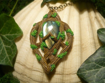 Amulet of the wooden Sentinel - handcrafted elvish Pendant with wonderfull Labradorite