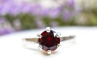Natural Brilliant Cut Mozambique Garnet Ring in 925 Sterling Silver *Free Worldwide Shipping*