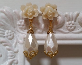 BRIDAL BRIDESMAIDS Teardrop Earrings Pearls Dangle Drop Ivory Off White Floral Earrings Vintage Style Elegant Rustic Shabby Chic Bride