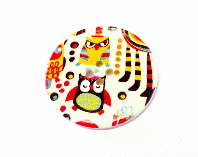 1 x 40mm Owl button one wearing a tophat.