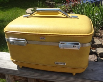 "Very Nice Vintage AMERICAN TOURISTER ""Tourister"" Hard Shell Train CASE in Harvest Gold"