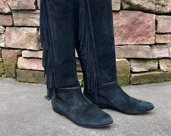 Vintage Tall Black Suede Fringe Boots Vtg Knee High Fringed Moccasin Boots Western Boho Festival Women's Size 7.5