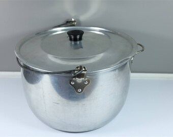 Vintage Rustic Wear Ever Cooking pot #3224 from the 60' - Wear Ever Bucket - Large vintage Wear-Ever aluminum pot with lid