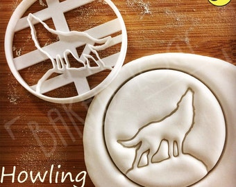 Howling Wolf Moon cookie cutters | biscuits cutter | one of a kind ooak werewolf werewolves vampire | Bakerlogy