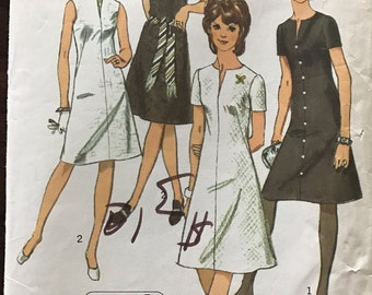 Simplicity 9221 - 1970s Jiffy Knee Length Dress with Round Neckline and Slit - Size 14 Bust 36