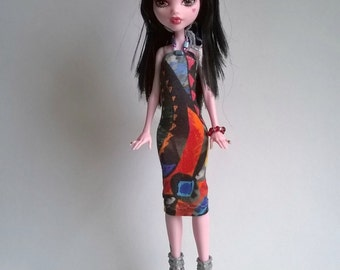 Monster high dress with an interesting design suitable also for ever after high