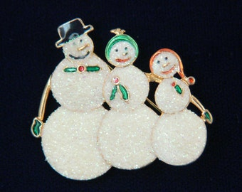 Family of Snowmen--Dad, Mom, and daughter. Vintage Christmas pin brooch jewelry.  SNO-20