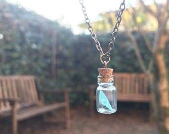 Paper boat in a bottle necklace | Collana con barchetta di carta in bottiglia |  Papierboot Halskette |  Collar de papel de barco | Origami