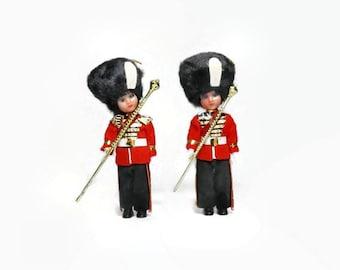 British Soldier Ornament Dolls, Set of 2, Vintage Royal Guard Christmas Tree Decoration, Bobble Head Sleepy Eye Collectible Toy Dolls