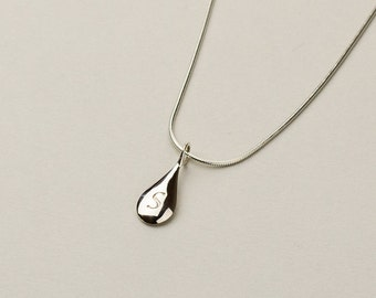 Tear drop initial necklace in solid 14k and 18k Gold. Personalized Monogram Jewelry. Custom fonts with front & back engraving