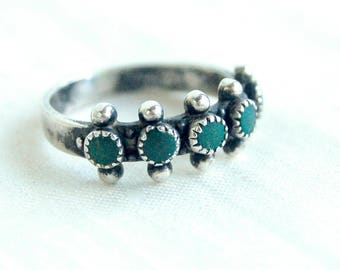 Green Turquoise Ring Band Size 6 .5 Vintage Snake Eye Stones Sterling Silver Southwestern Trading Post Stacking Jewelry