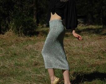 Size Medium... Vintage 1990s Silver Sparkle Knit Pencil Skirt... Shimmery Glamor