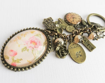 Personalized floral keychain, beaded keychains, initial bag charm, gift for her, wife gift, girlfriend gift, bronze