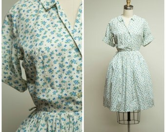 Vintage 1950s Dress • County Fair • Blue Floral Cotton 50s Shirtwaist Day Dress with Full Skirt Size Small