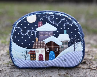 Patchwork embroidery make-up pouch. Storage cosmetic bag. Boho appliqué cosmetic bag. Zipper makeup case