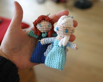 Anna and Elsa amigurumi charms