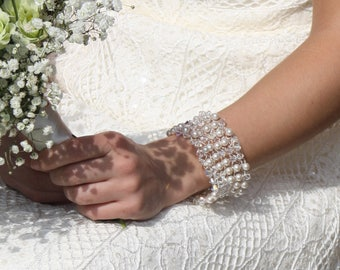 Beaded Bridal bracelet Pearl and crystal bridal cuff, crystal bracelet, pearl cuff wedding jewellery, bridal cuff, bracelet beaded cuff