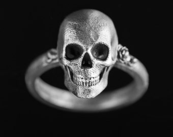 Detailed Skull ring - 925 sterling silver ring - sculpture skull ring - avant garde hard rock jewelry - gothic valentine