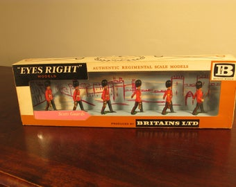 Vintage Britains Ltd Models Eyes Right Scots Guards Figures 7228 Marching At The Slope With Officer