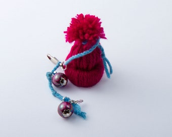 Fuchsia Pompom Hat and bead dangle for zippers, handbags, purses, planners