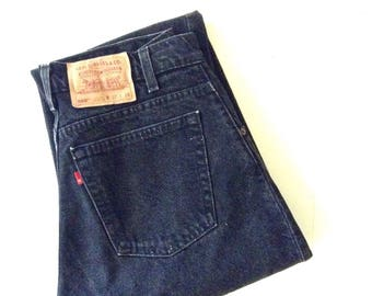 1980s Levis 560. W30 L33. Red tab, high waisted, loose fit, tapered leg, vintage cotton levis jeans. Made in USA.