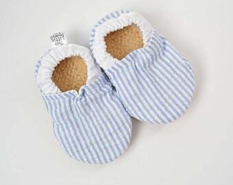 Seersucker baby shoes, baby moccs, baby booties, baptism shoes, baptism outfit boy, baby boy shoes, blue and white stripe, seersucker baby