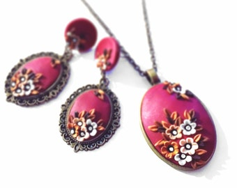 Set of jewelry in clay polymer.