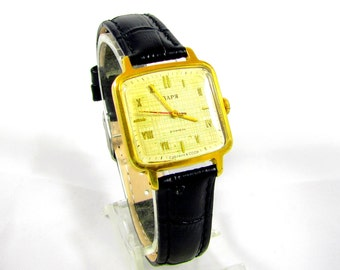Zarja AU Gold Plated 21 Jewels Original womens wrist watch great condition USSR Rare Serviced & oiled