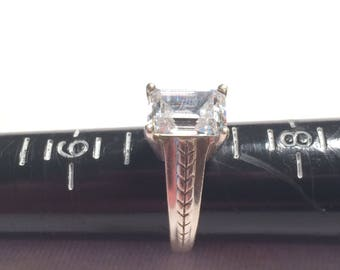 Vintage DO 925 sterling silver wedding ring with cz size 7