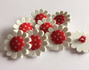 Red polka dot daisy flower button 22mm x 6