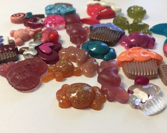Lot 30 colored resin candies