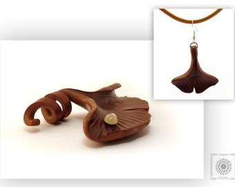 Leather jewelry set. Ginkgo leaf jewelry set. Leather pendant and earrings.