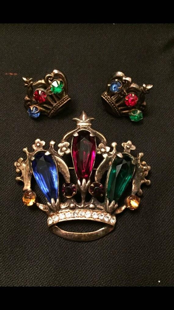 Gorgeous-Vintage-1940's-Set-Crown-Sterling-Brooch-Earrings-Tri-Color-Rhinestones-Fleur De lis