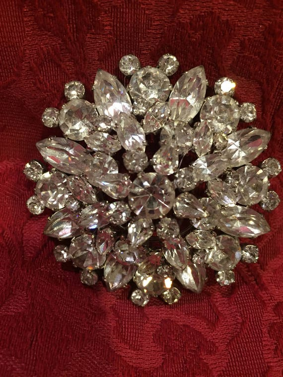 FREE SHIPPING-Austria-Crystal Ice-Vintage Brooch