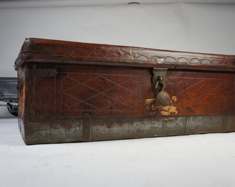 Beautiful Large Colonial Antique Leather Trunk Tin Base Original