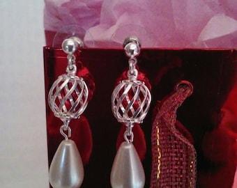 Bridal jewelry, wedding jewelry, bridal earrings, wedding earrings, teardrop pearl, pearls, earrings, pearl earrings, silver earrings
