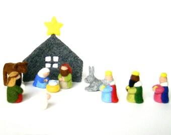 Crèche de Noël en laine feutrée