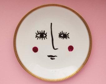 Wandteller, WALL PLATE, Portrait, Vintage Teller, Porzellan, Zeichnung, Wanddeko, Gesicht, Illustration, Kunst, Handgemalt, gold,