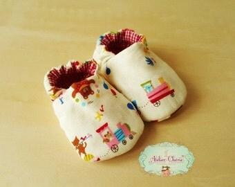"""Petits Chaussons souples bébé 0-12 mois en cotton """" Les animaux au cirque"""""""